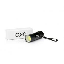Praktická prenosná baterka Audi